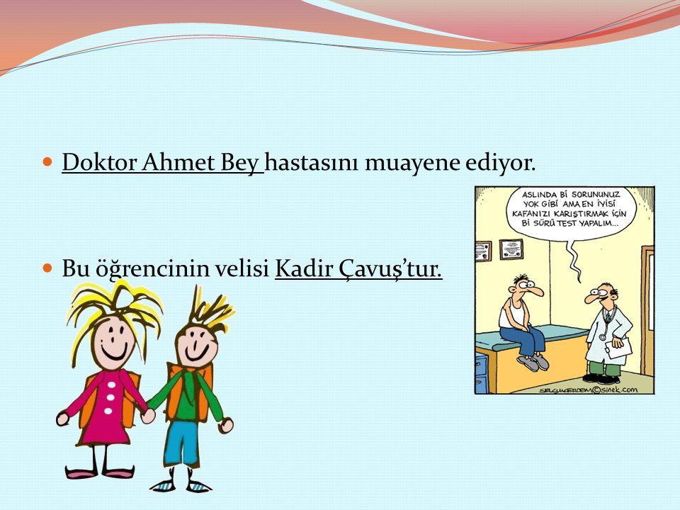 Doktor Ahmet Bey hastasını muayene ediyor.