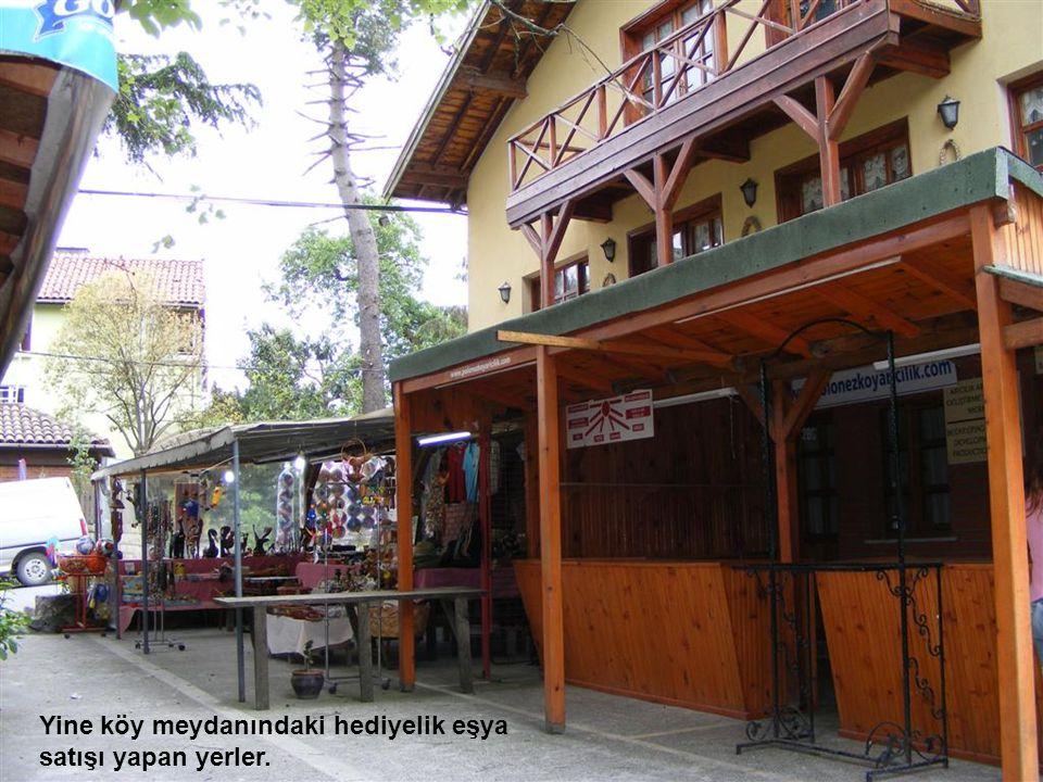 Köy meydanındaki şirin kahve