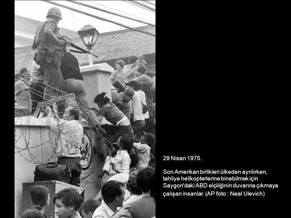 29 Nisan 1975. Son Amerikan birlikleri ülkeden ayrılırken, tahliye helikopterlerine binebilmek için.