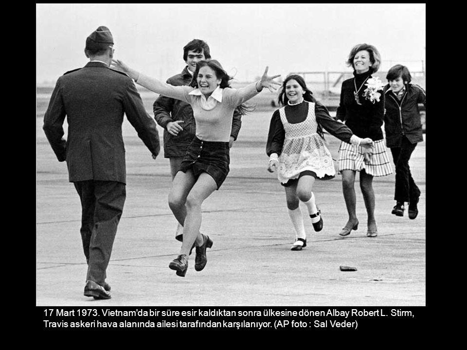 17 Mart 1973. Vietnam da bir süre esir kaldıktan sonra ülkesine dönen Albay Robert L. Stirm,