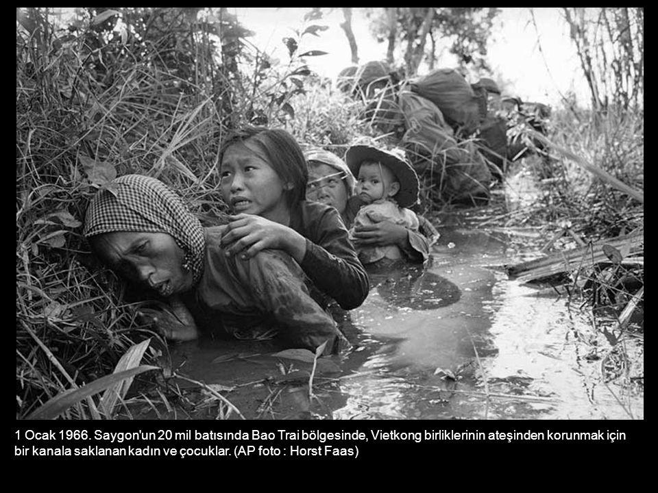 1 Ocak 1966. Saygon un 20 mil batısında Bao Trai bölgesinde, Vietkong birliklerinin ateşinden korunmak için