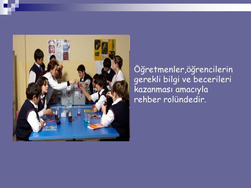 Öğretmenler,öğrencilerin gerekli bilgi ve becerileri kazanması amacıyla rehber rolündedir.