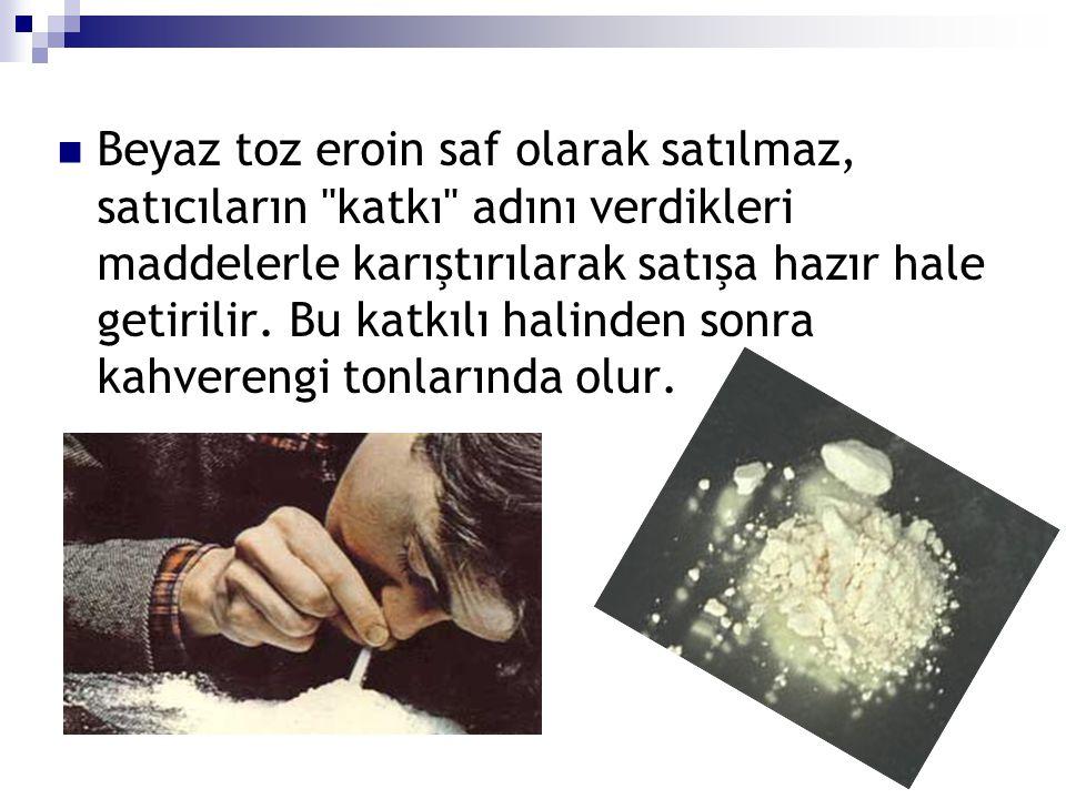 Beyaz toz eroin saf olarak satılmaz, satıcıların katkı adını verdikleri maddelerle karıştırılarak satışa hazır hale getirilir.