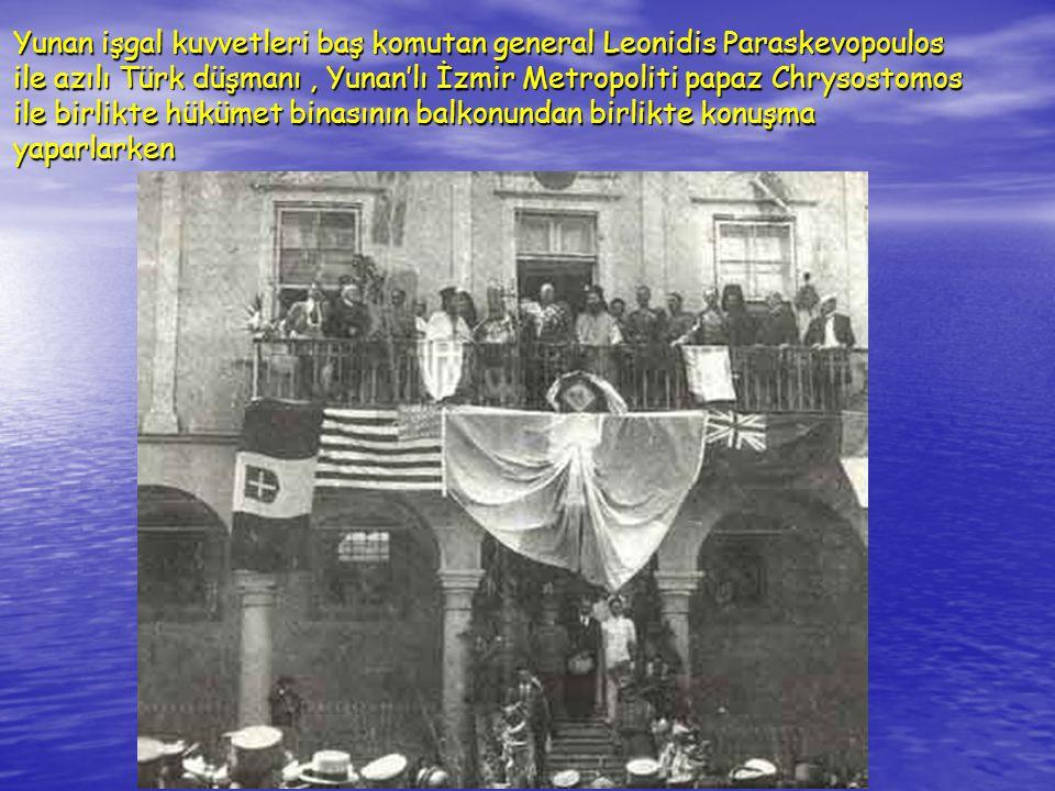 Yunan işgal kuvvetleri baş komutan general Leonidis Paraskevopoulos ile azılı Türk düşmanı , Yunan'lı İzmir Metropoliti papaz Chrysostomos ile birlikte hükümet binasının balkonundan birlikte konuşma yaparlarken