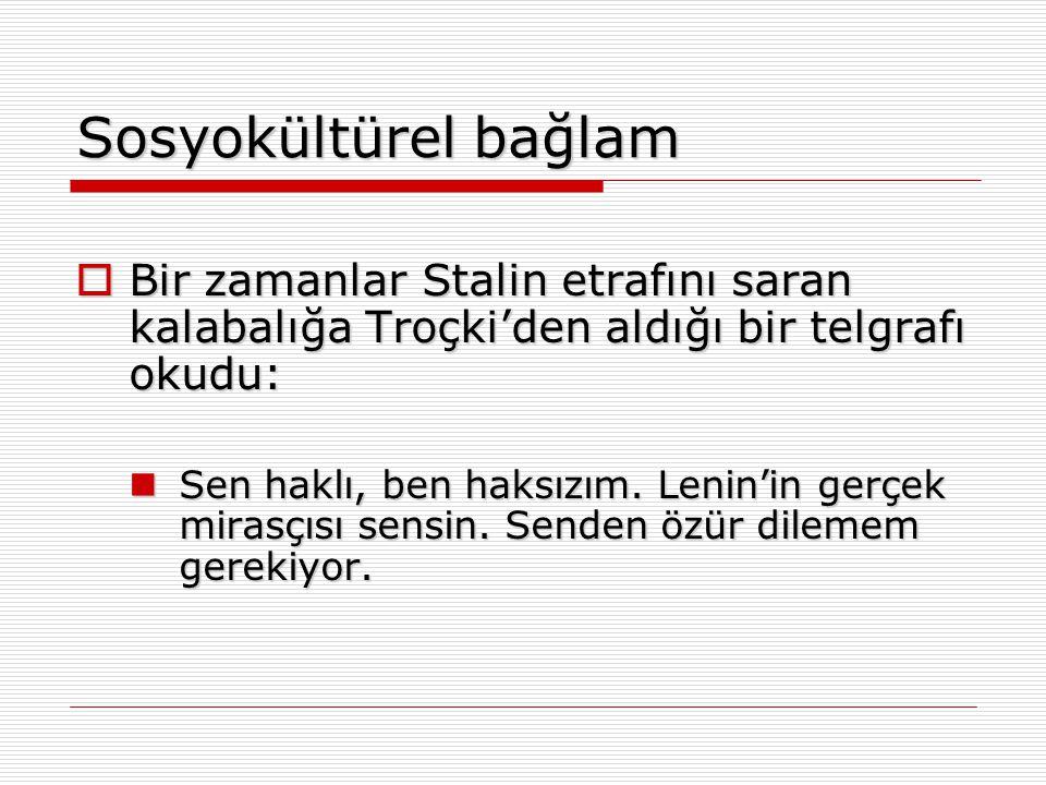 Sosyokültürel bağlam Bir zamanlar Stalin etrafını saran kalabalığa Troçki'den aldığı bir telgrafı okudu: