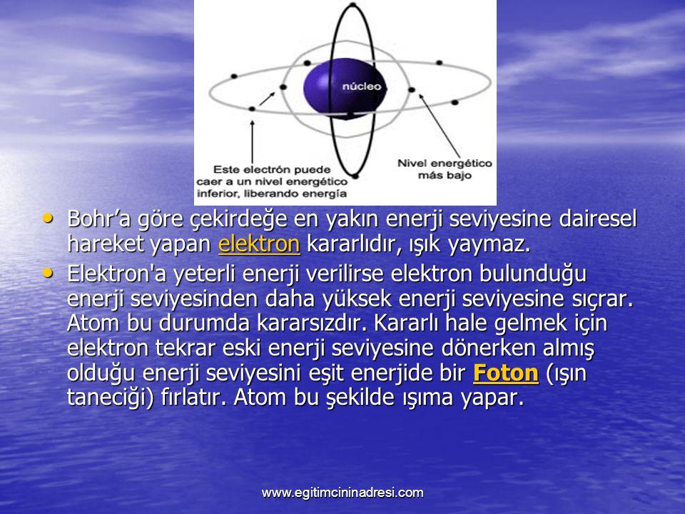 Bohr'a göre çekirdeğe en yakın enerji seviyesine dairesel hareket yapan elektron kararlıdır, ışık yaymaz.