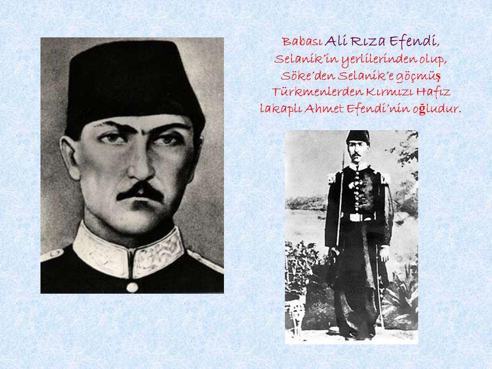 Babası Ali Rıza Efendi, Selanik'in yerlilerinden olup, Söke'den Selanik'e göçmüş Türkmenlerden Kırmızı Hafız lakaplı Ahmet Efendi'nin oğludur.
