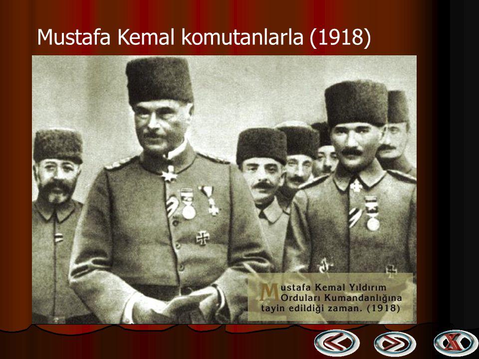Mustafa Kemal komutanlarla (1918)