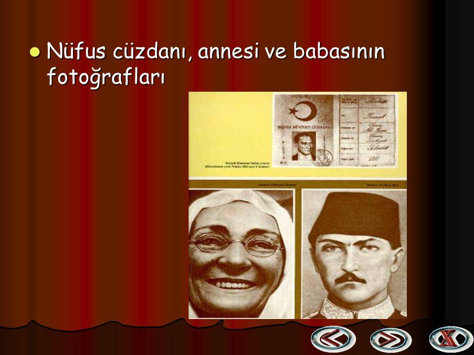 Nüfus cüzdanı, annesi ve babasının fotoğrafları