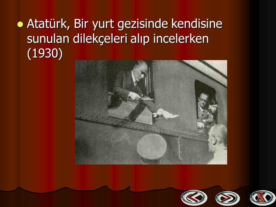 Atatürk, Bir yurt gezisinde kendisine sunulan dilekçeleri alıp incelerken (1930)