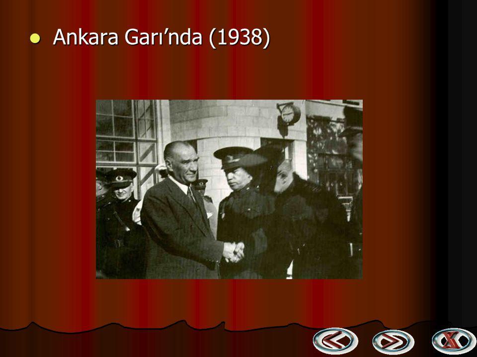 Ankara Garı'nda (1938)