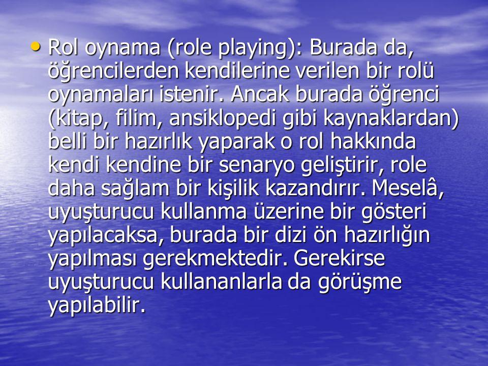 Rol oynama (role playing): Burada da, öğrencilerden kendilerine verilen bir rolü oynamaları istenir.