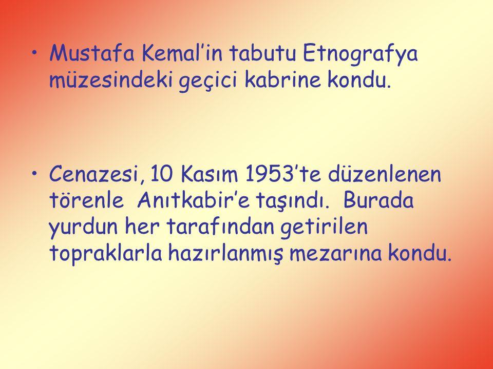 Mustafa Kemal'in tabutu Etnografya müzesindeki geçici kabrine kondu.