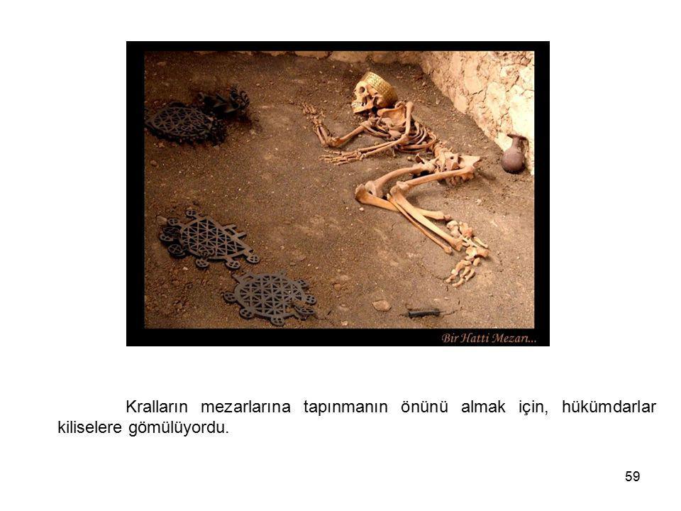 Kralların mezarlarına tapınmanın önünü almak için, hükümdarlar kiliselere gömülüyordu.