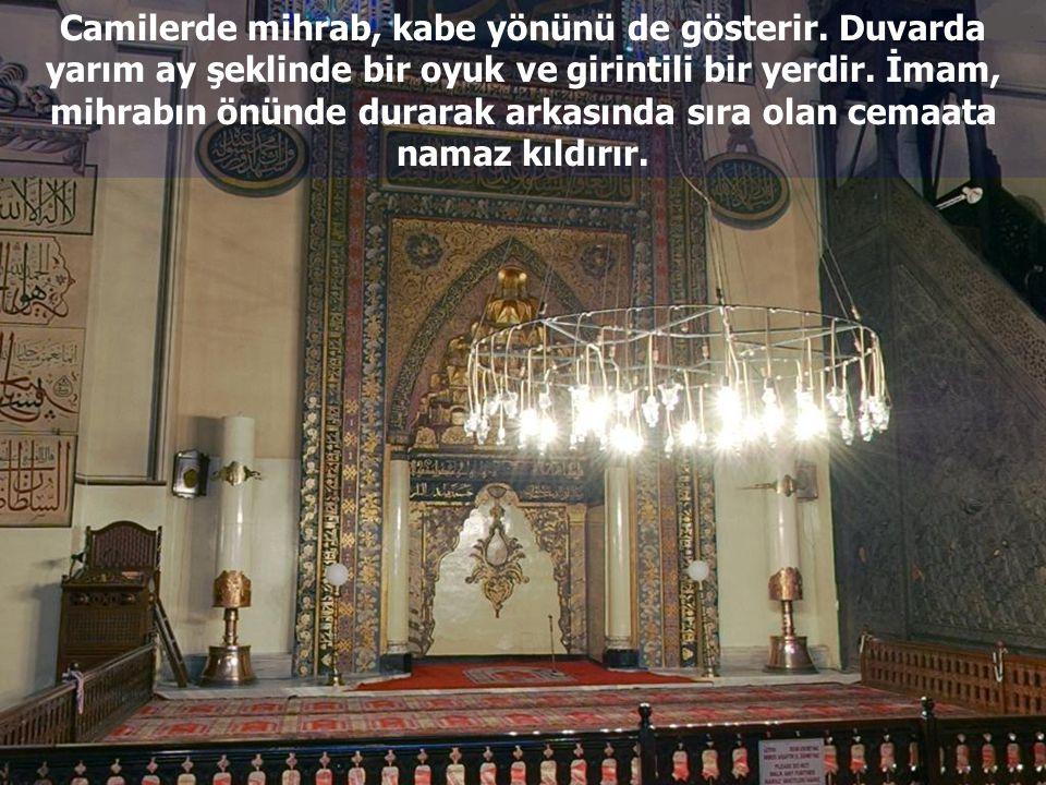 Camilerde mihrab, kabe yönünü de gösterir
