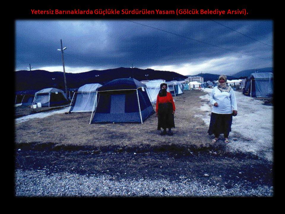 Yetersiz Barınaklarda Güçlükle Sürdürülen Yasam (Gölcük Belediye Arsivi).
