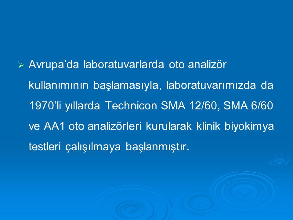 Avrupa'da laboratuvarlarda oto analizör kullanımının başlamasıyla, laboratuvarımızda da 1970'li yıllarda Technicon SMA 12/60, SMA 6/60 ve AA1 oto analizörleri kurularak klinik biyokimya testleri çalışılmaya başlanmıştır.