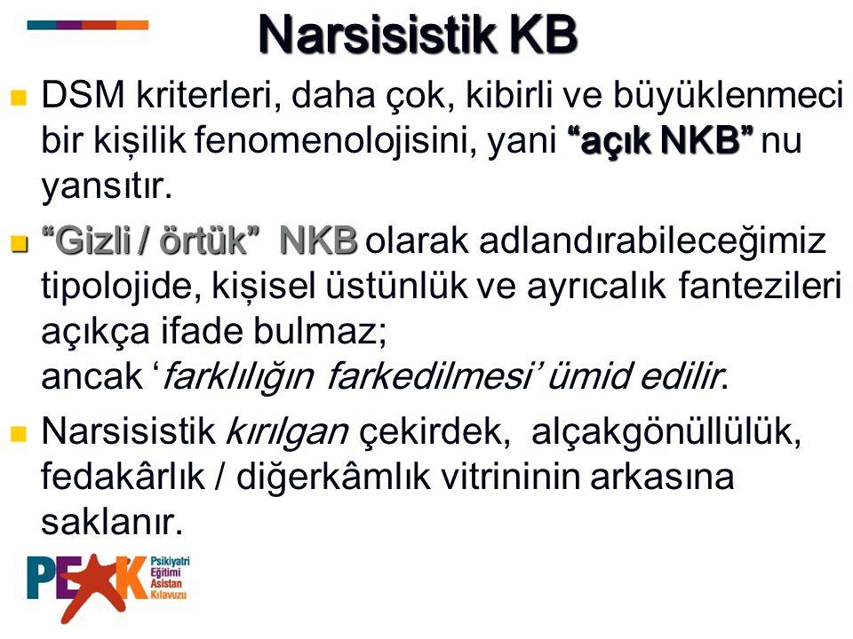 Narsisistik KB DSM kriterleri, daha çok, kibirli ve büyüklenmeci bir kişilik fenomenolojisini, yani açık NKB nu yansıtır.