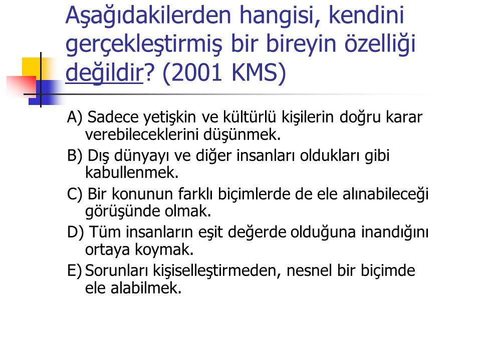 Aşağıdakilerden hangisi, kendini gerçekleştirmiş bir bireyin özelliği değildir (2001 KMS)
