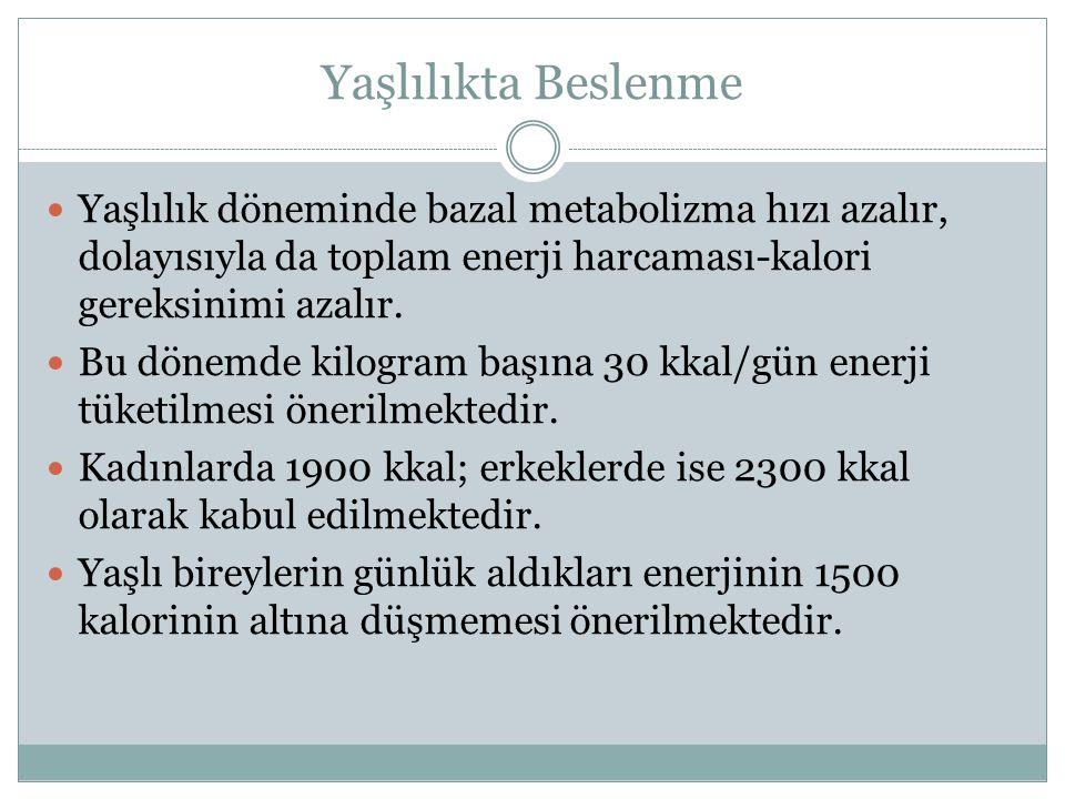 Yaşlılıkta Beslenme Yaşlılık döneminde bazal metabolizma hızı azalır, dolayısıyla da toplam enerji harcaması-kalori gereksinimi azalır.