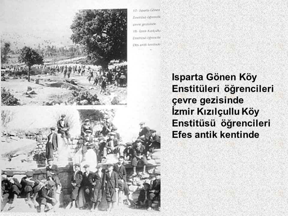 Isparta Gönen Köy Enstitüleri öğrencileri. çevre gezisinde. İzmir Kızılçullu Köy. Enstitüsü öğrencileri.