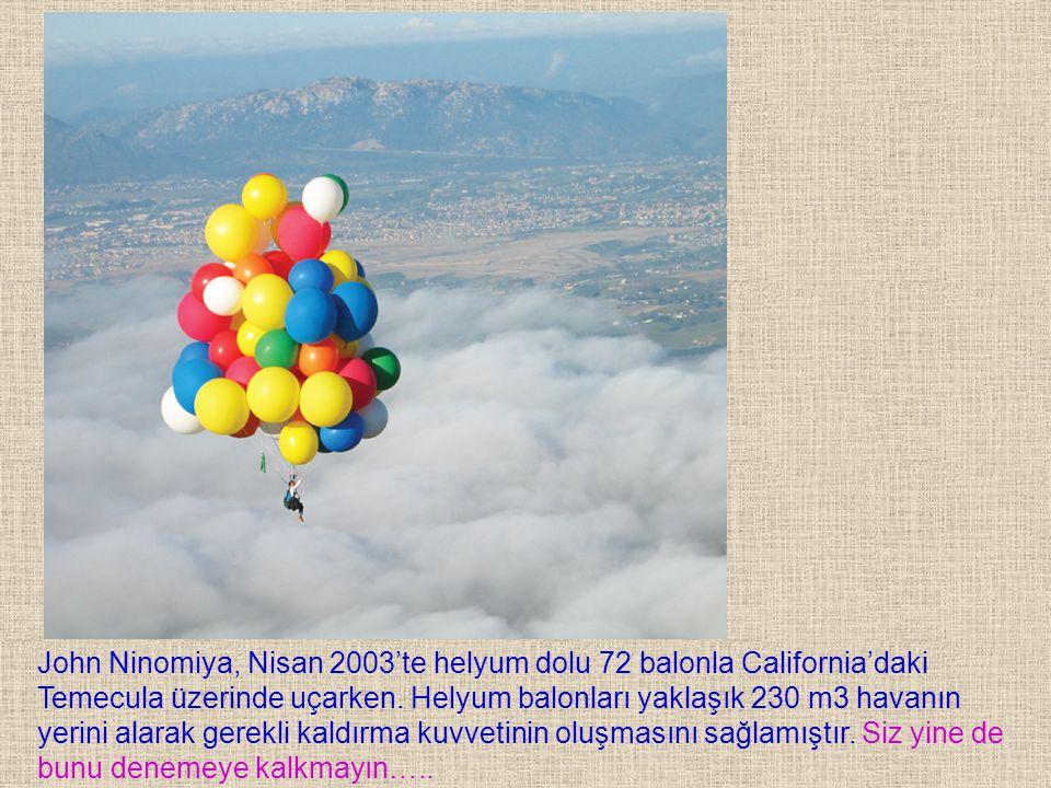 John Ninomiya, Nisan 2003'te helyum dolu 72 balonla California'daki Temecula üzerinde uçarken. Helyum balonları yaklaşık 230 m3 havanın