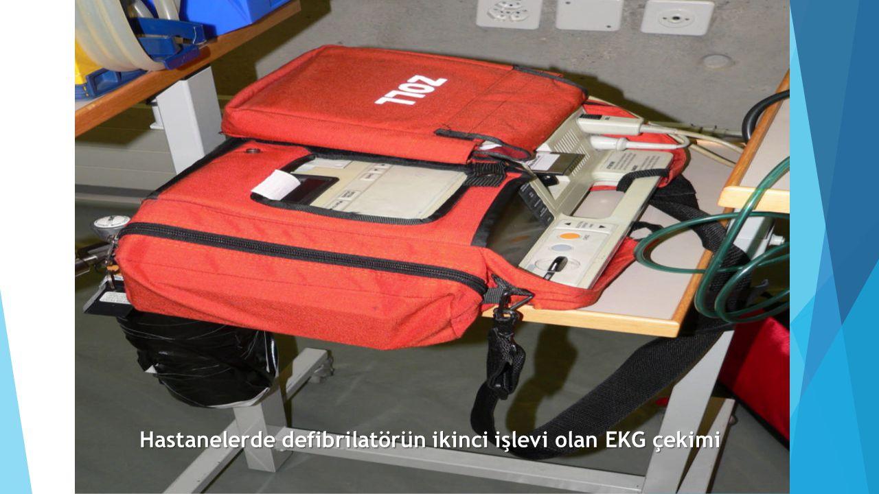 Hastanelerde defibrilatörün ikinci işlevi olan EKG çekimi