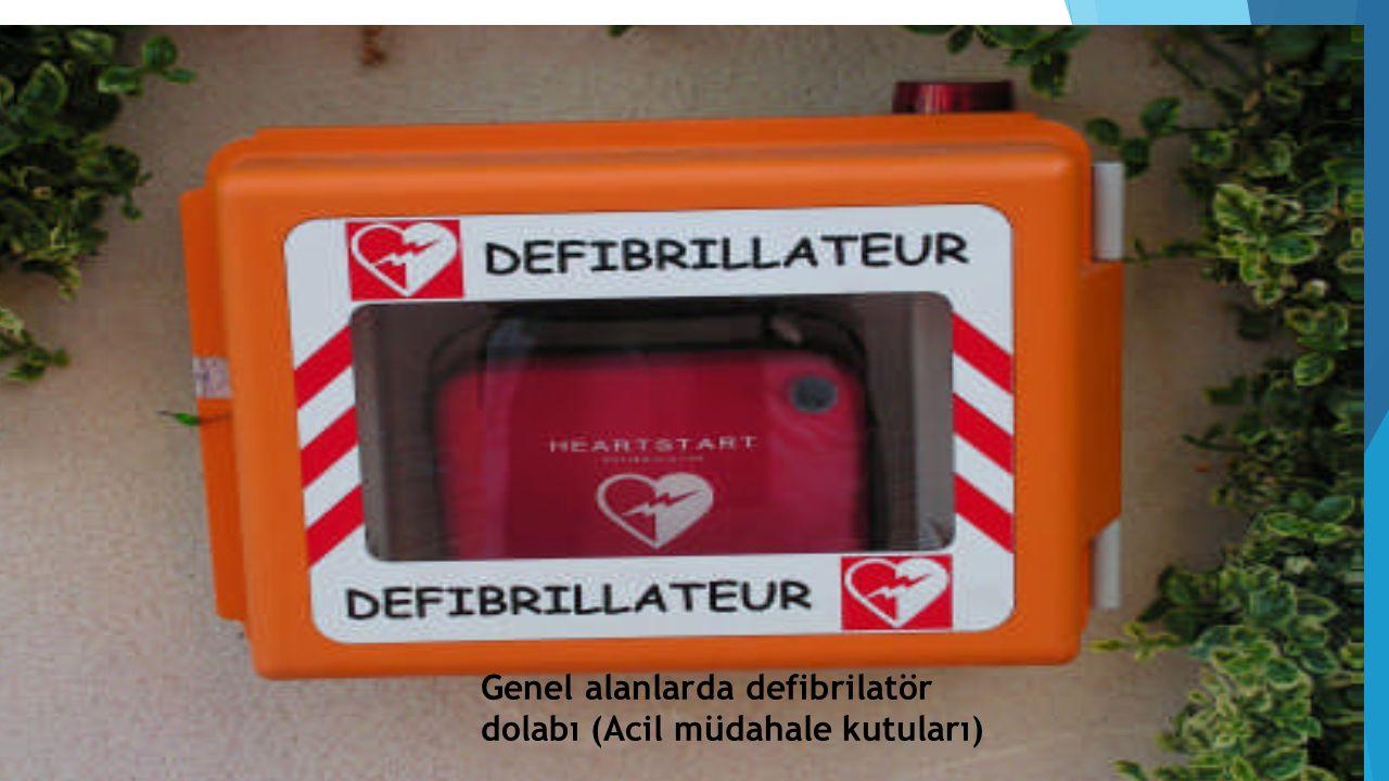 Genel alanlarda defibrilatör