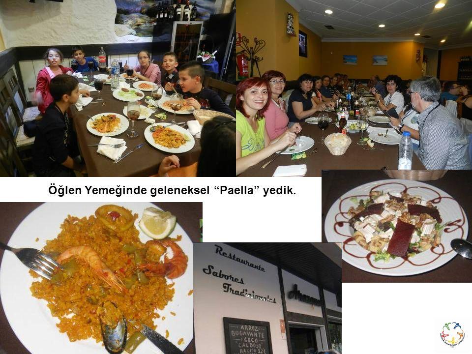 Öğlen Yemeğinde geleneksel Paella yedik.