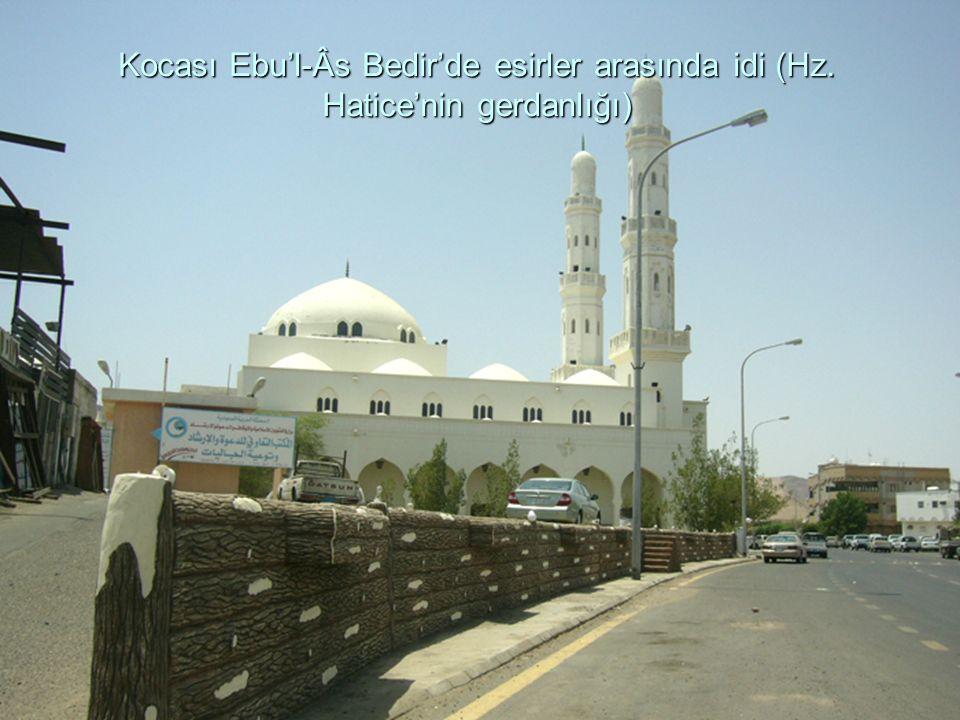 Kocası Ebu'l-Âs Bedir'de esirler arasında idi (Hz