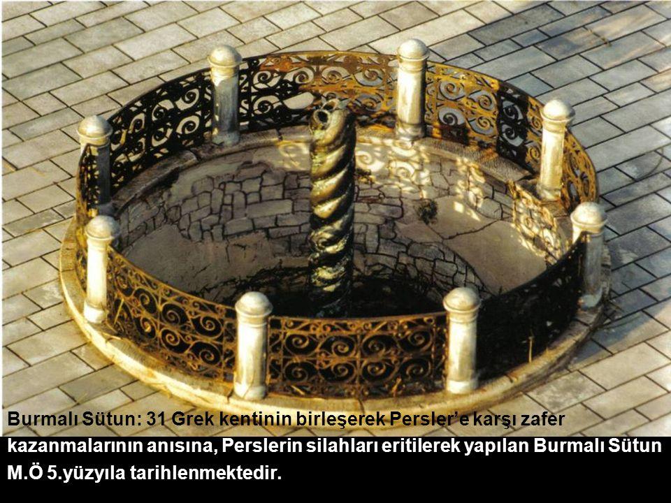 Burmalı Sütun: 31 Grek kentinin birleşerek Persler'e karşı zafer kazanmalarının anısına, Perslerin silahları eritilerek yapılan Burmalı Sütun M.Ö 5.yüzyıla tarihlenmektedir.