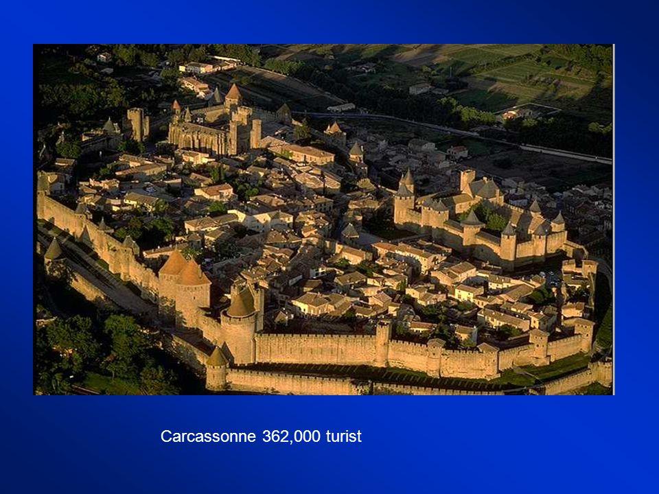 Carcassonne 362,000 turist