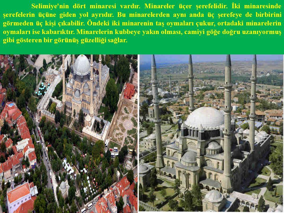 Selimiye nin dört minaresi vardır. Minareler üçer şerefelidir