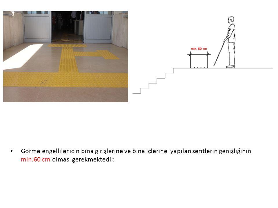 Görme engelliler için bina girişlerine ve bina içlerine yapılan şeritlerin genişliğinin min.60 cm olması gerekmektedir.