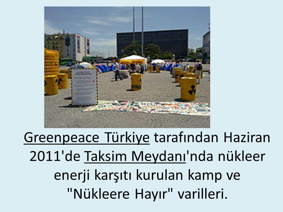 Greenpeace Türkiye tarafından Haziran 2011 de Taksim Meydanı nda nükleer enerji karşıtı kurulan kamp ve Nükleere Hayır varilleri.