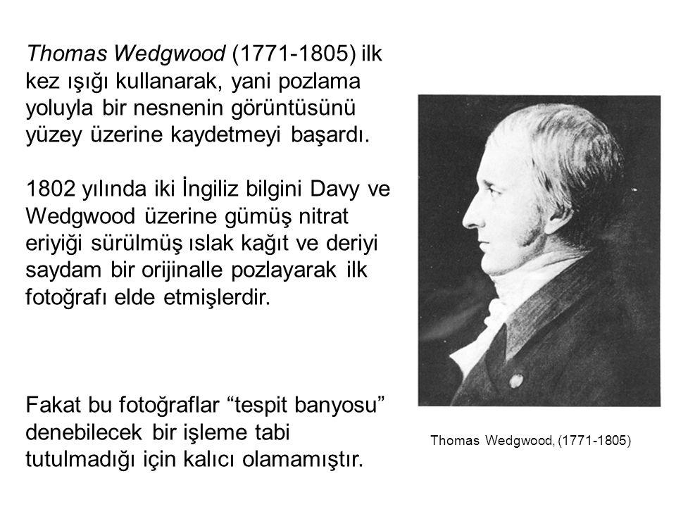 Thomas Wedgwood (1771-1805) ilk kez ışığı kullanarak, yani pozlama yoluyla bir nesnenin görüntüsünü yüzey üzerine kaydetmeyi başardı.