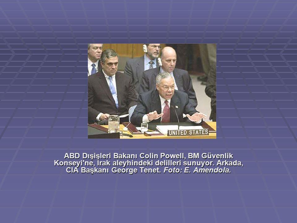 ABD Dışişleri Bakanı Colin Powell, BM Güvenlik Konseyi ne, Irak aleyhindeki delilleri sunuyor.
