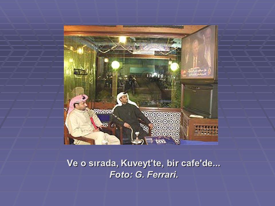 Ve o sırada, Kuveyt te, bir cafe de...