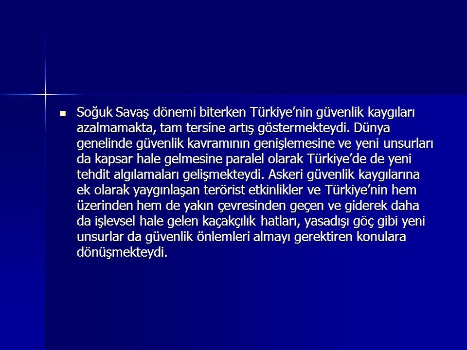 Soğuk Savaş dönemi biterken Türkiye'nin güvenlik kaygıları azalmamakta, tam tersine artış göstermekteydi.