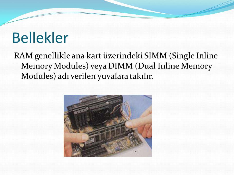 Bellekler RAM genellikle ana kart üzerindeki SIMM (Single Inline Memory Modules) veya DIMM (Dual Inline Memory Modules) adı verilen yuvalara takılır.