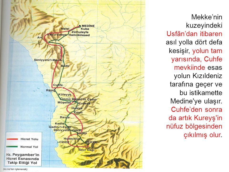 Mekke'nin kuzeyindeki Usfân'dan itibaren asıl yolla dört defa kesişir, yolun tam yarısında, Cuhfe mevkiinde esas yolun Kızıldeniz tarafına geçer ve bu istikamette Medine ye ulaşır.