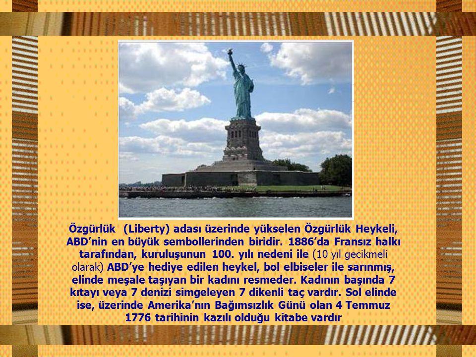 Özgürlük (Liberty) adası üzerinde yükselen Özgürlük Heykeli, ABD'nin en büyük sembollerinden biridir.