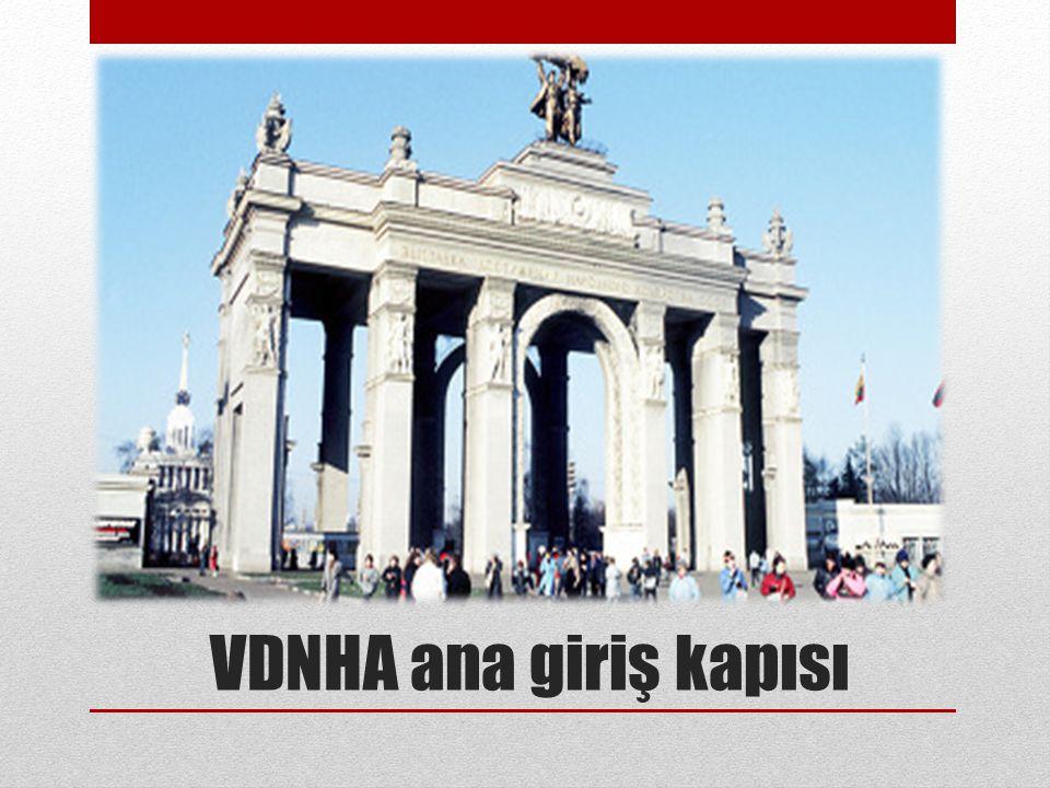 VDNHA ana giriş kapısı