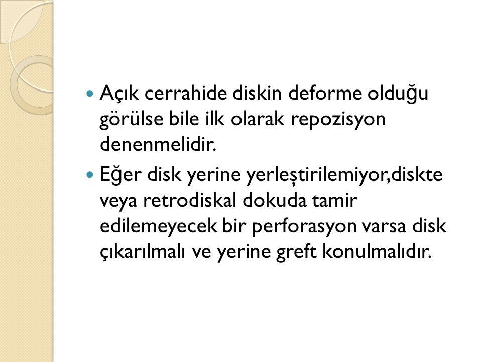 Açık cerrahide diskin deforme olduğu görülse bile ilk olarak repozisyon denenmelidir.