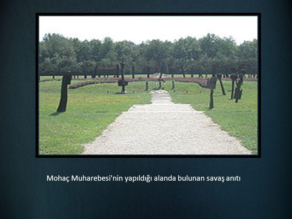 Mohaç Muharebesi nin yapıldığı alanda bulunan savaş anıtı