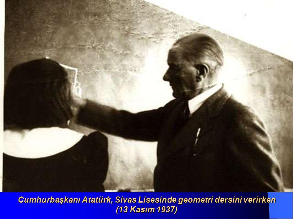 Cumhurbaşkanı Atatürk, Sivas Lisesinde geometri dersini verirken (13 Kasım 1937)