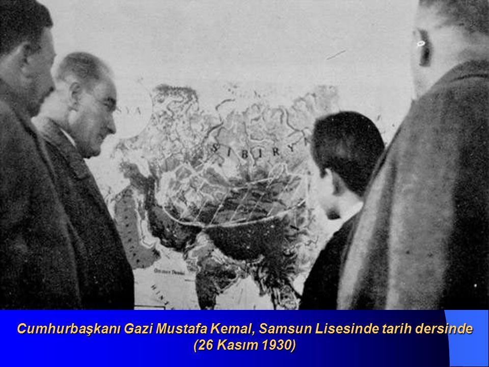 Cumhurbaşkanı Gazi Mustafa Kemal, Samsun Lisesinde tarih dersinde (26 Kasım 1930)