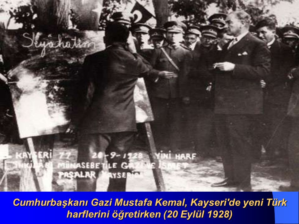 Cumhurbaşkanı Gazi Mustafa Kemal, Kayseri de yeni Türk harflerini öğretirken (20 Eylül 1928)