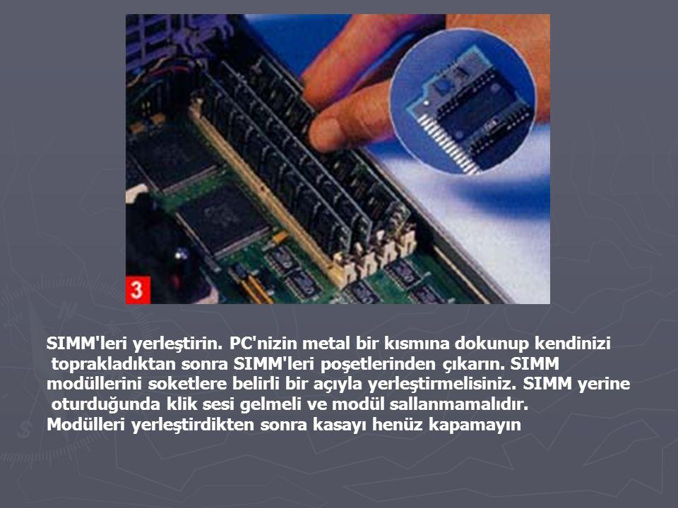 SIMM leri yerleştirin. PC nizin metal bir kısmına dokunup kendinizi