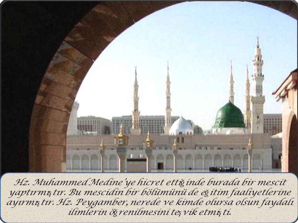 Hz. Muhammed Medine'ye hicret ettiğinde burada bir mescit yaptırmıştır